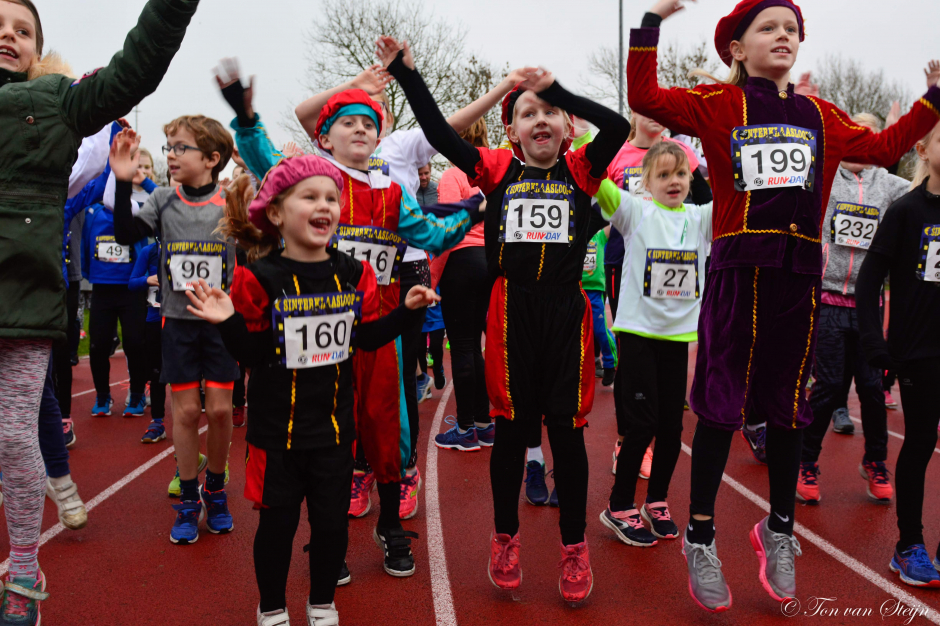 Sinterklaasloop 2018 warming-up AV Suomi Santpoort